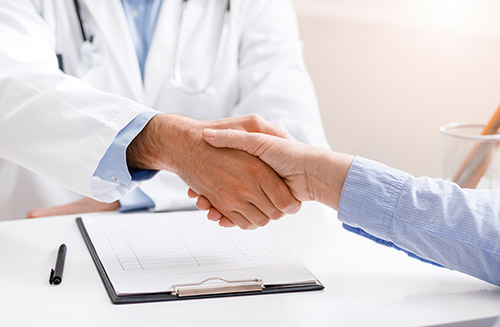Senior Female Patient Shaking Hands With Doctor 6cvql9d